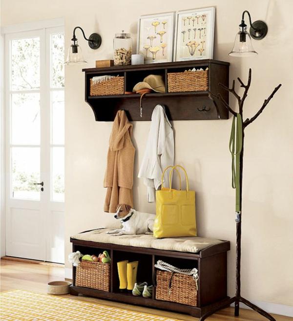 Sitzbank-für-Flur-aus-Holz-mit-Platz-zur-Aufbewahrung