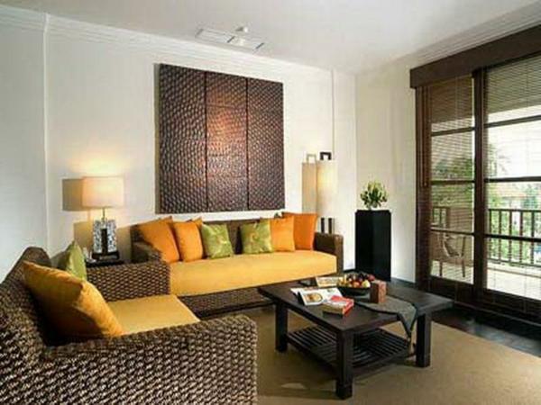 wohnzimmer einrichten - sofa mit orangen dekokissen