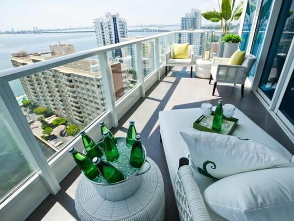Terrasse-mit-toller-Aussicht-moderne Terrassengestaltung