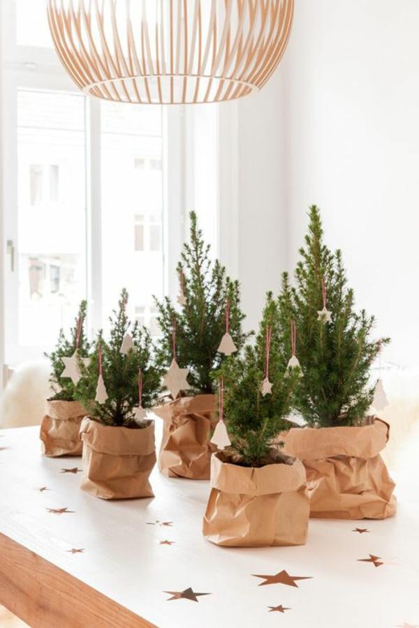 Tischdeko-zum-Weihnachten-mit-wunderschönen-Dekorationen