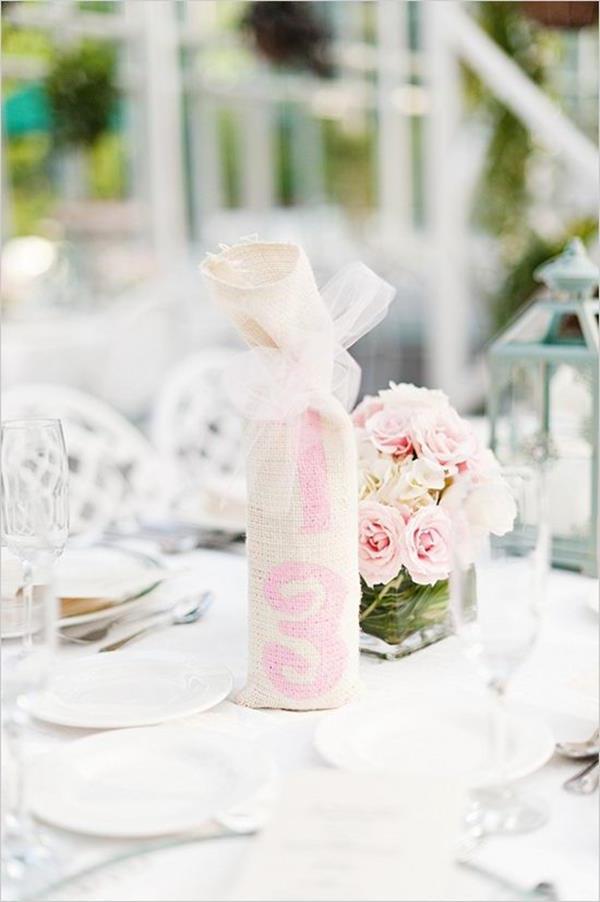 Vintage-Hochzeit-fantastische-Blumendeko-für-Tisch-