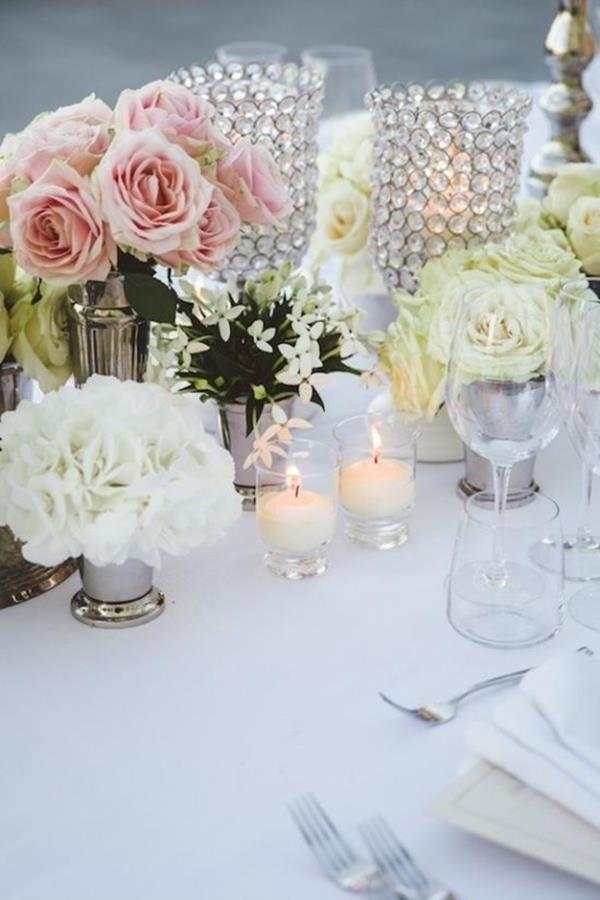 Vintage-Hochzeit-zarte-Blumendeko-für-Tisch
