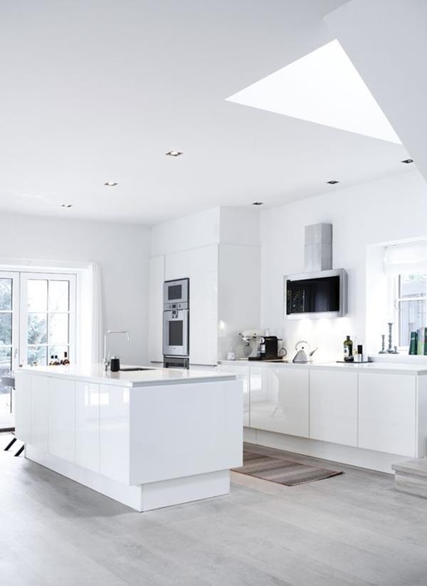 -Wandfarbe-Weiß-für-ein-schönes-Interior-in-der-Küche