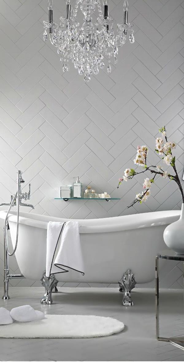 Wandgestaltung-fürs-Badezimmer-in-Weiß