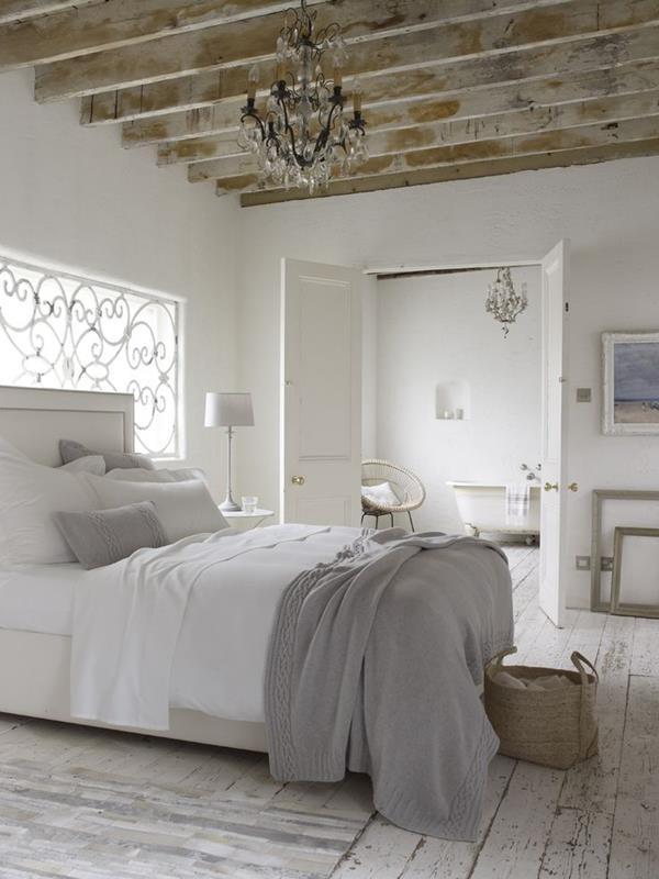 Wandgestaltung-fürs-Schlafzimmer-in-Weiß-