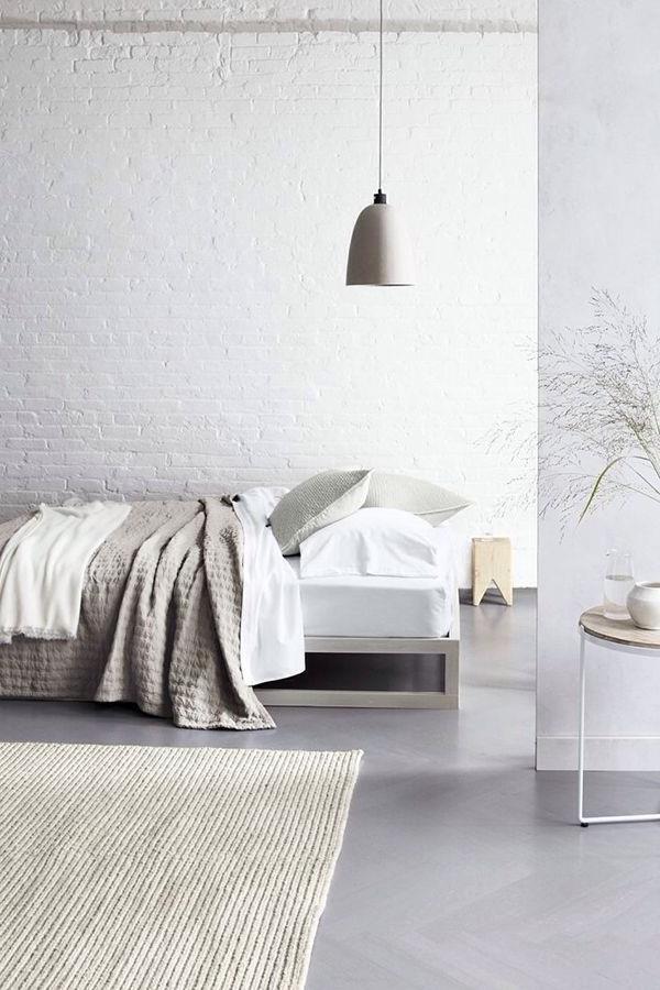 -Wandgestaltung-fürs-Schlafzimmer-in-Weiß-