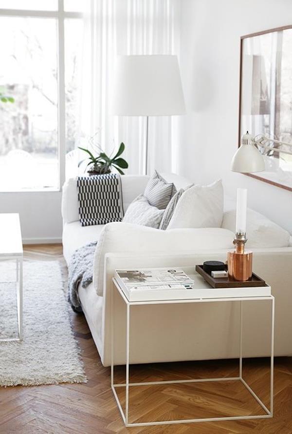 Wandgestaltung-fürs-Wohnzimmer-in-Weiß-mit-Holzboden