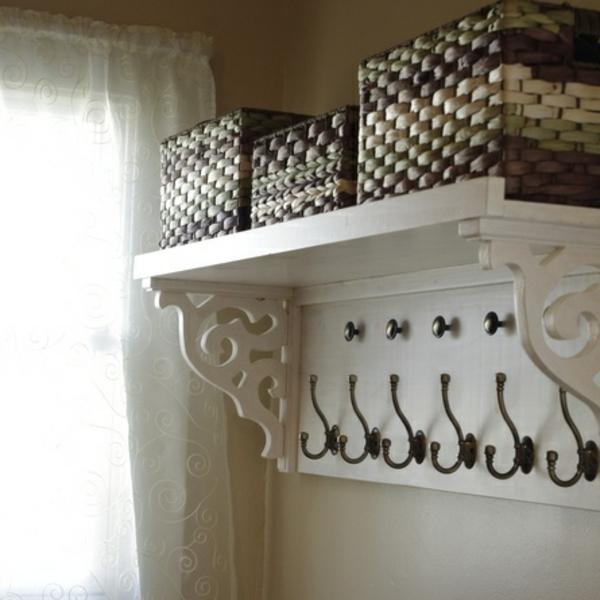Wandhaken-Antik-in-Weiß-aus-Holz