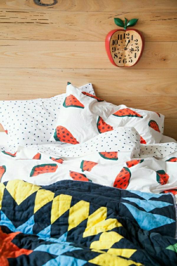 Wanduhren-Design-fantastische-kreative-Wanddeko-in-Form-eines-Apfels