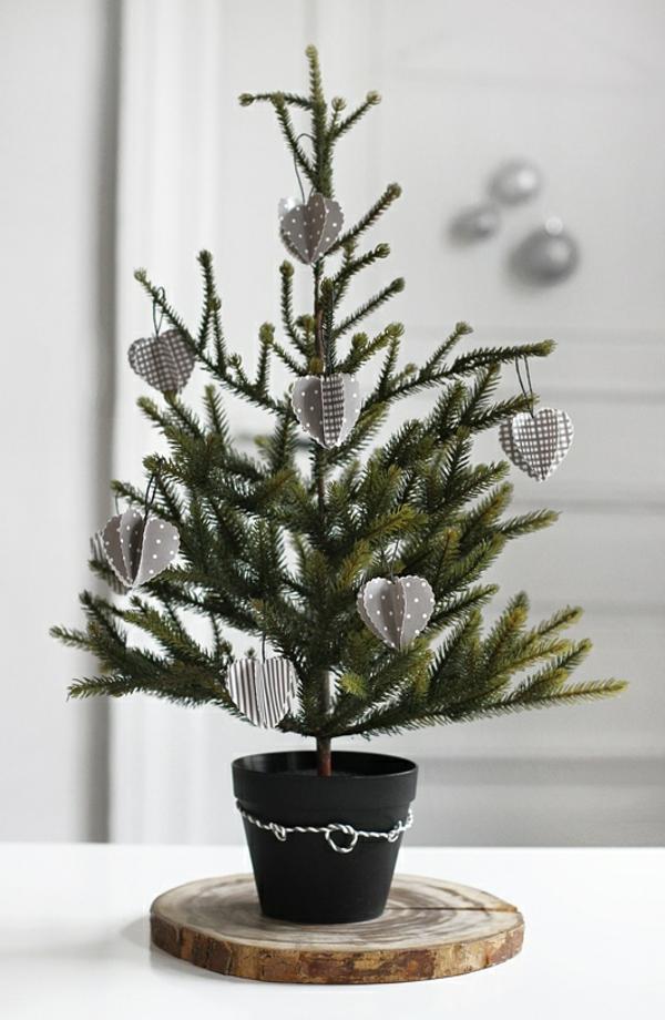 Weihnachtsdeko-für-Tisch-wunderschöne-stilvolle-Ideen-Weihnachtsbaum