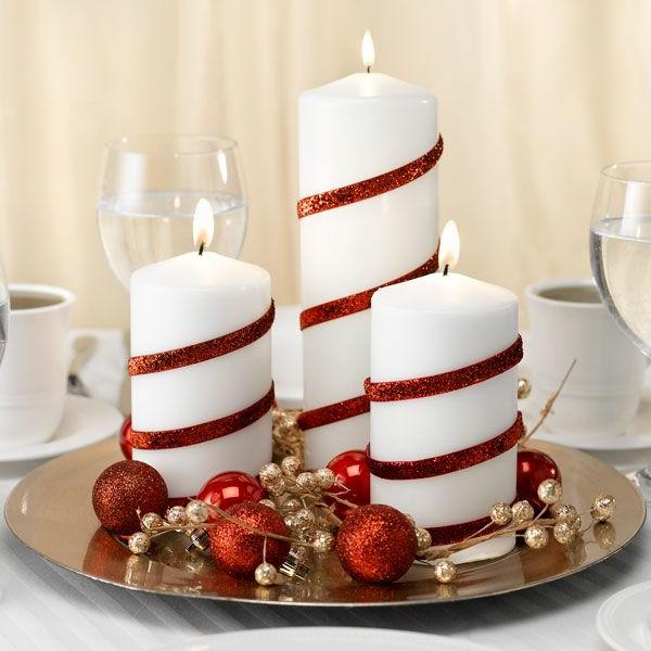 Weihnachtsdeko-fantastische-elegante-und-stilvolle-Ideen-zur-Dekoration-weiße-Kerzen