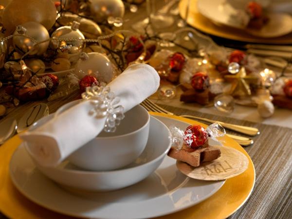 Weihnachtsdeko-günstig-Weihnachtsdeko-selber-machen-Deko-für-Tisch-Dekoideen
