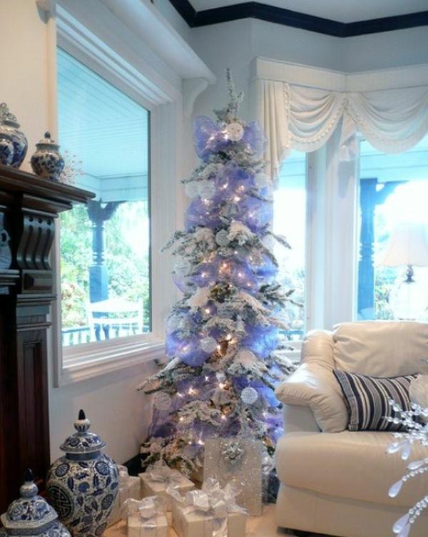 weiße weihnachtsdeko fürs wohnzimmer - schicker weihnachtsbaum
