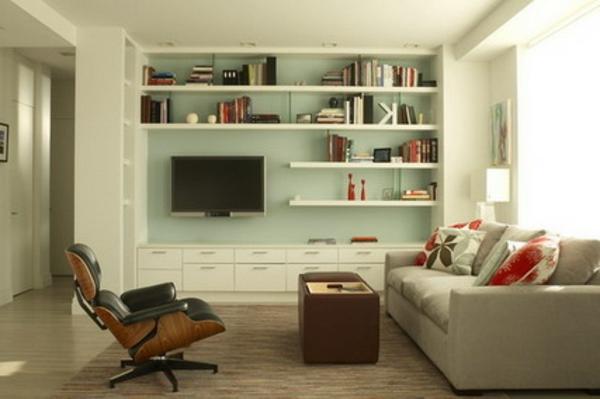 kleines wohnzimmer einrichten - helles sofa und dunkler sessel