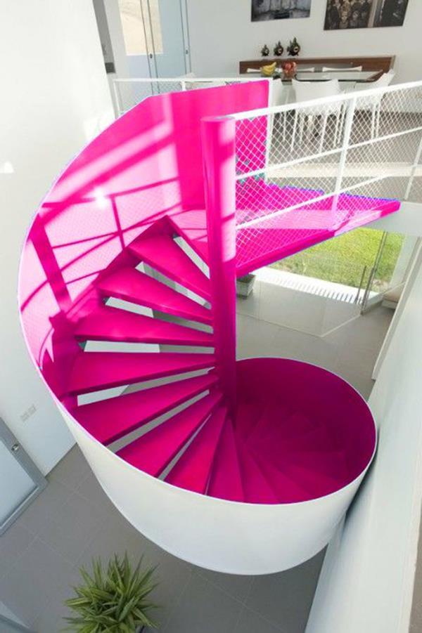 Windeltreppe-mit-ultra-modernem-Design-in-Rosa