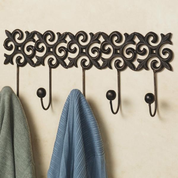 Wohnaccessoire-Wandhaken-aus-Metall-mit-schönen-Ornamenten