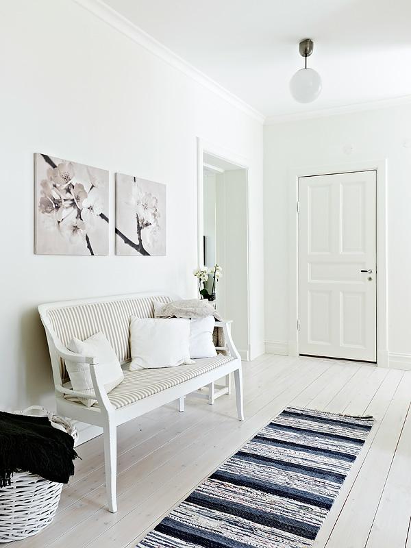 Wohnung-in-Schweden-weiße-Sitzbank