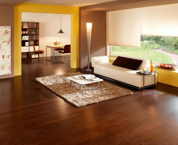 Wohnzimmer-Idee-gemütliche-warme-Atmosphäre-in-der-Wohnung-mit-Parkett