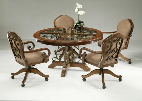 aristokratisch-wirkende-küchenstühle - aus holz gemacht und auf rollen