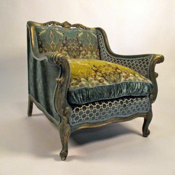 aristokratische-wirkendes-modell-vom-sessel-aus-samt