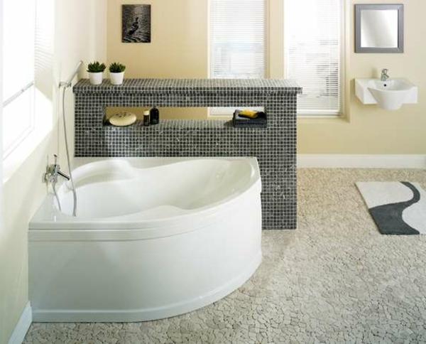attraktiv-gestaltete-eckbadewanne in einem super coolen badezimmer