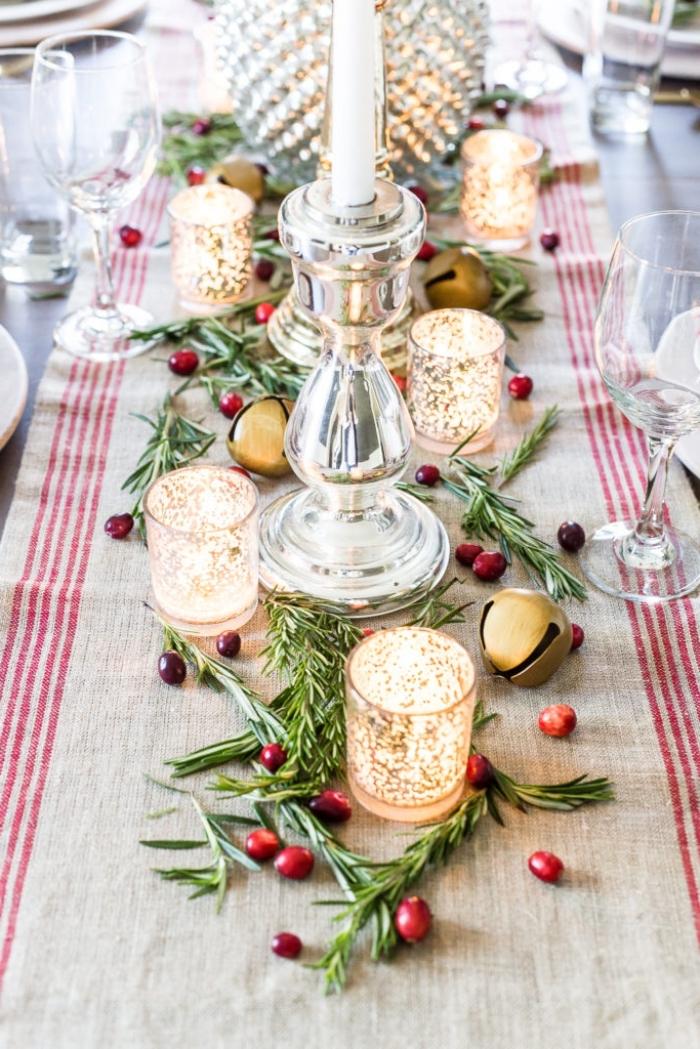 ausgefallene weihanchtsdeko selber machen, esstisch dekorieren zu weihanchten, goldene kerzenhalter