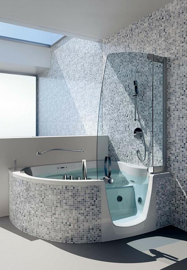 badewannen-mit-duschzone-und-einem-durchsichtigen-teil