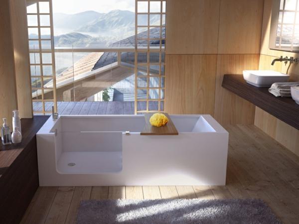 badewannen-mit-tür-im-badezimmer-mit-großen-fenstern