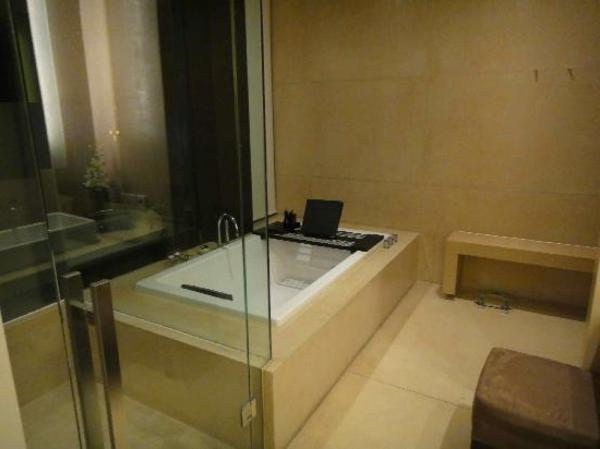 badewannen-mit-tür-schicke-badezimmer-gestaltung
