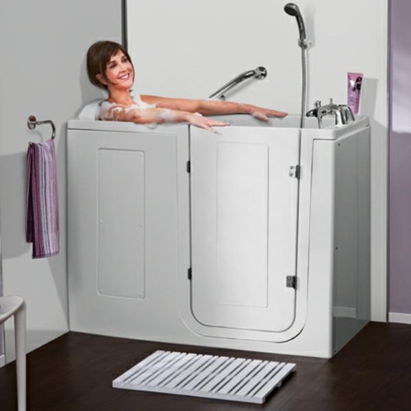 badewannen-mit-tür-sehr-praktisches-modell-in-weißer-farbe