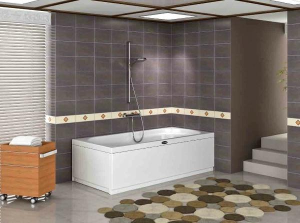 badezimmer-mit-einer-badewanne-in-weißer-farbe