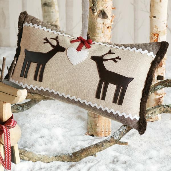 weiße weihnachtsdeko - interessantes weihnachts-kissen