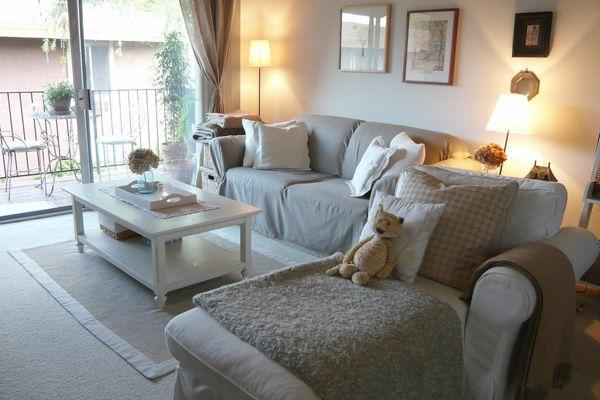 kleines wohnzimmer einrichten - gläserne wände
