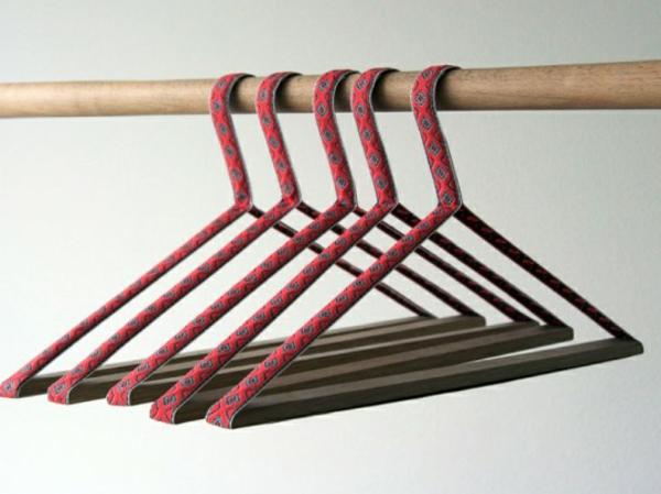 Kleiderbügel-rosa-farbe