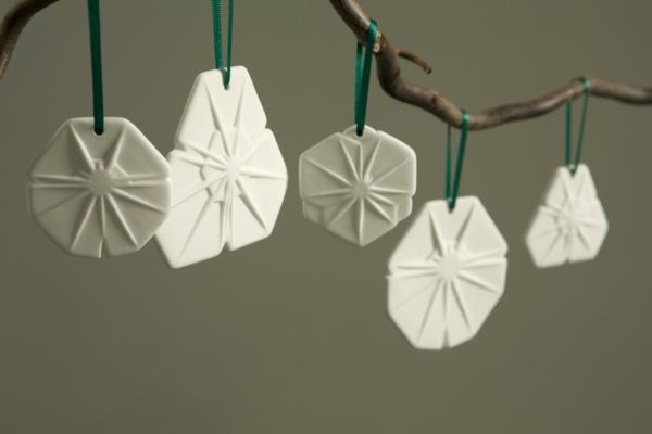 weiße weihnachtsdeko - dekoartikel, die hängen