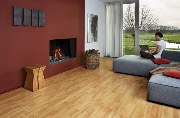 -charmante-gemütliche-Ambiente-mit-Bodenbelag-aus-Holz--