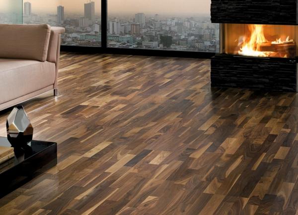 charmante-gemütliche-Ambiente-mit-Bodenbelag-aus-Holz--