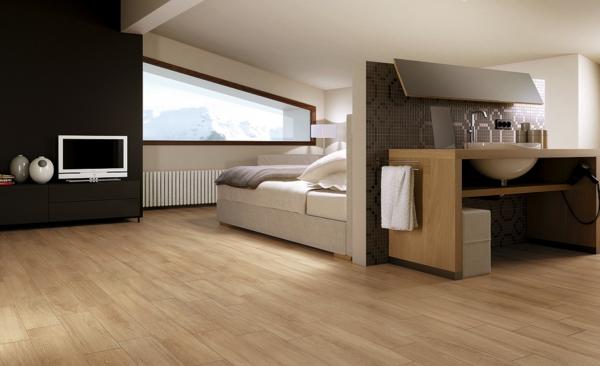 charmante-gemütliche-Ambiente-mit-Bodenbelag-aus-Holz