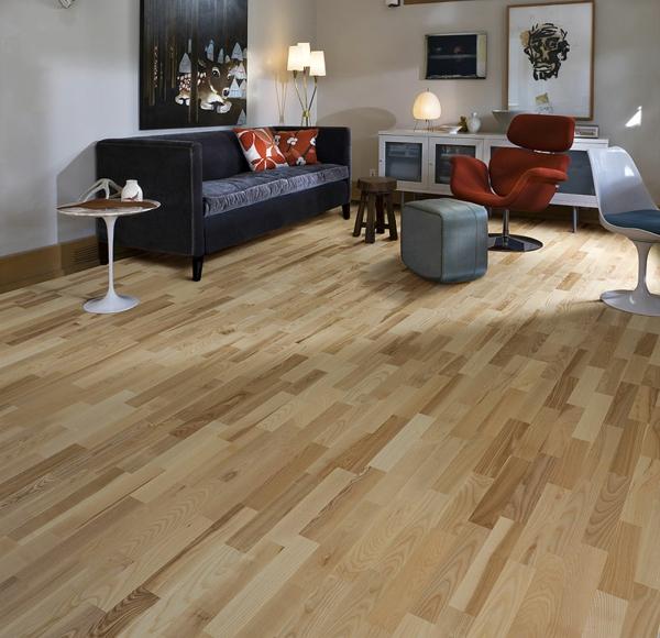 charmante-gemütliche--Ambiente-mit-Bodenbelag-aus-Holz