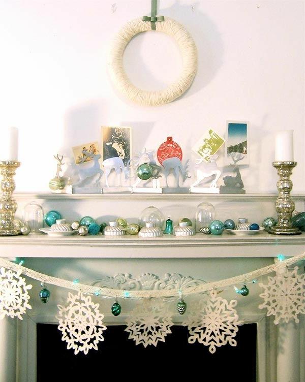 weiße weihnachtsdeko - hängende schneeflocken aus papier