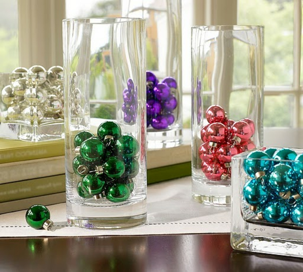 christmas-decoration-fun-holiday-theme-design-colorful-bright-retro-glass-vase-baubles-easy-craft-punk-style-dinner-table-center-piece-beautiful-unique-combination-easy-diy-