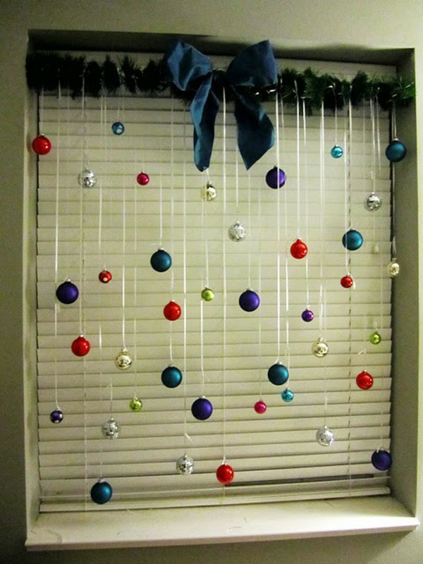 christmas-window-decorating-ideas-decorating-a-small-living-room-space-resized