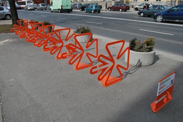 coole-Fahrrad-Ständer-in-Orange