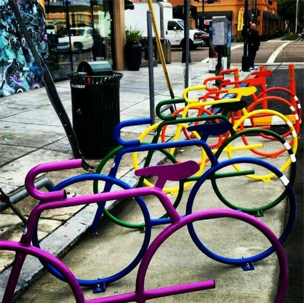 coole-Idee-für-Fahrrad-Ständer-in-verschiedenen-Farben