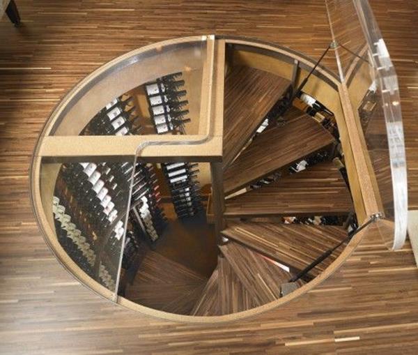 coole-Windeltreppe-im-Hause-aus-Holz