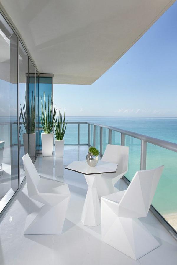 coole-designer-Möbel-in-weißer-Farbe