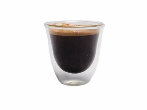 coole-espresso tassen-hintergrund-in-weiß