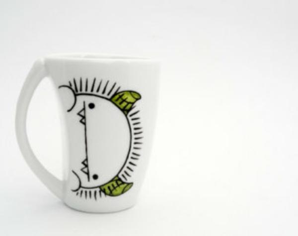 coole-espresso tassen-mit-interessanten-bemalungen- hintergrund in weiß