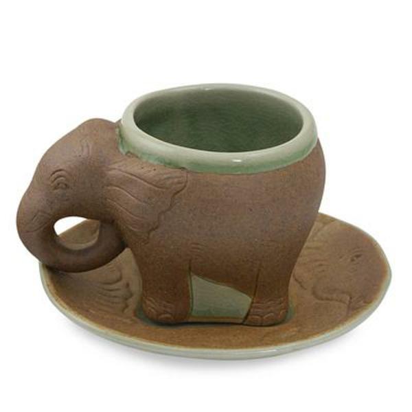 coole-idee-für-espresso tassen-elefant - weißer hintergrund