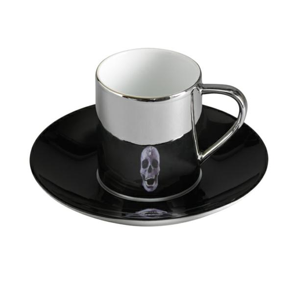 coole-moderne-espresso tassen-schädel- hintergrund in weiß